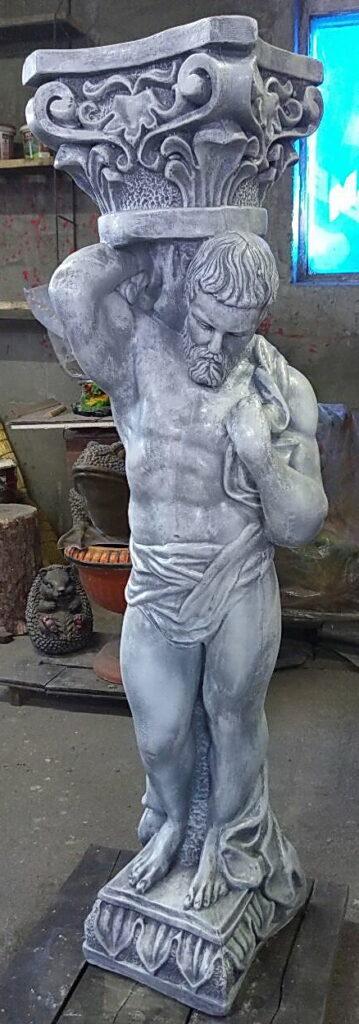 статуя атланта