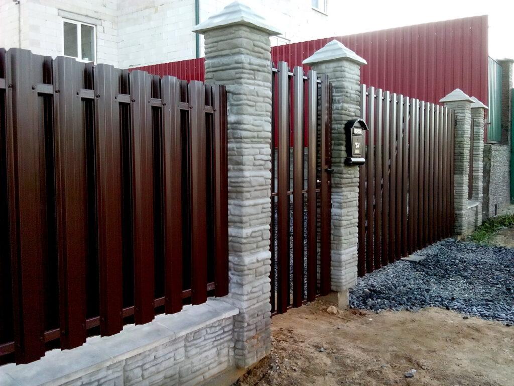 забор галька+металлоштакет